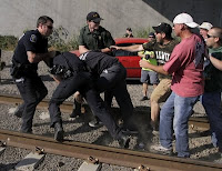 Longview ILWU members clash with police at EGT action. Photo by Don Ryan, AP