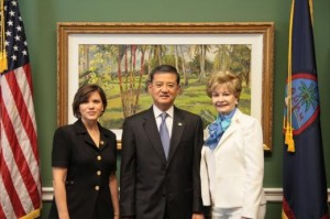 Joan Mooney (L) with former VA Secretary Eric Shinseki and Congresswoman Madeleine Z. Bordallo (Guam), June 29, 2012